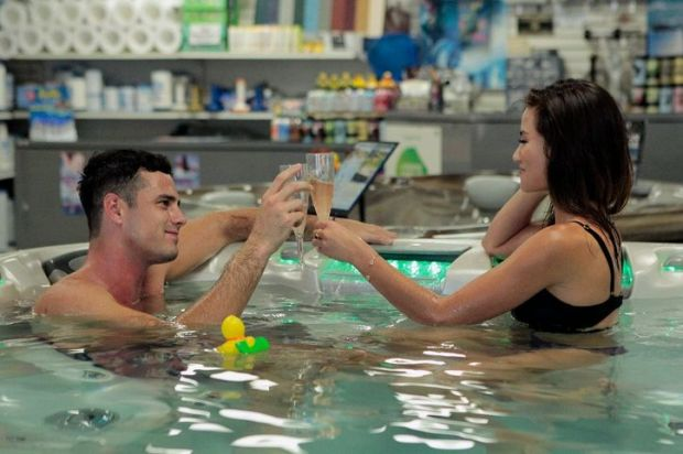 the-bachelor-hot-tub-ben-higgins-caila
